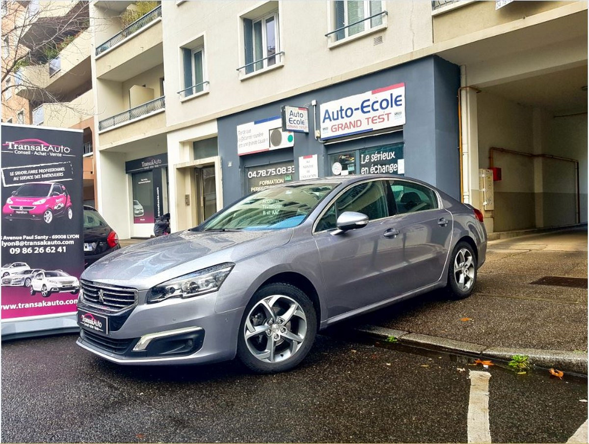 voiture peugeot 308 1 6 e hdi 115ch fap bvm6 allure occasion diesel 2014 87000 km 13990. Black Bedroom Furniture Sets. Home Design Ideas